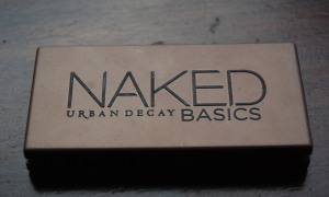 urban Decay Naked Basics - this palette houses six neutral matte shadows