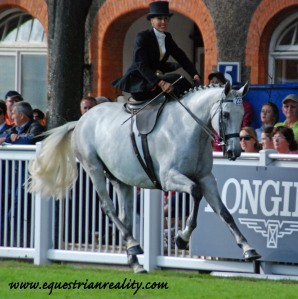 Lyndsey O'Brien & Mr. Shakespeare extend their canter